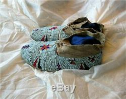 1890's PLAINS DAKOTA INDIAN NATIVE AMERICAN BEADED MOCCASINS BEADS HIDE Antique