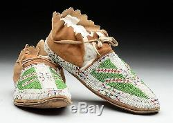 1920's PAIR OF NATIVE AMERICAN SIOUX INDIAN BEAD DECORATED HIDE MOCCASINS #3