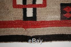 ANTIQUE NAVAJO REGIONAL RUG / SOUTHWEST NATIVE AMERICAN WESTERN INDIAN TEXTILE