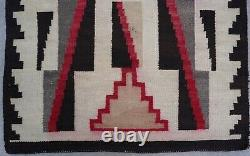 AUTHENTIC ANTIQUE NATIVE AMERICAN NAVAJO HAND WOVEN WOOL RUG 3.2 x 5.6