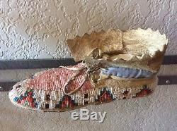 Antique LAKOTA / PLAINS BEADED LADIES MOCCASINS Native American Indian nice