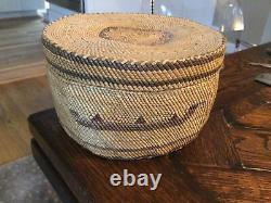 Antique Native American TLINGIT Makah Nootka Indian lidded BASKET canoe design