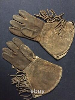 Antique Native American beaded gloves Metis / Cree 1920-30