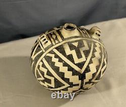 Antique Southwest Native American Acoma Pueblo Pottery unsigned Jug circa 1930s