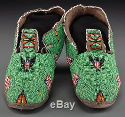 Ca1880 NATIVE AMERICAN CHEYENNE INDIAN PAIR OF BEAD DECORATED HIDE MOCCASINS