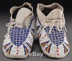 Ca1900 NATIVE AMERICAN SIOUX INDIAN PAIR OF BEAD DECORATED HIDE MOCCASINS