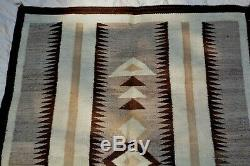 FABULOUS ANTIQUE GEO NATIVE AMERICAN NAVAJO INDIAN HAND WOVEN RUG 40 x 58