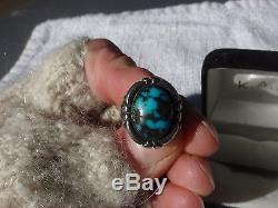 OLD PAWN ANTIQUE NAVAJO GLOWING BLUE BISBEE TURQUOISE STERLING SILVER RING 5
